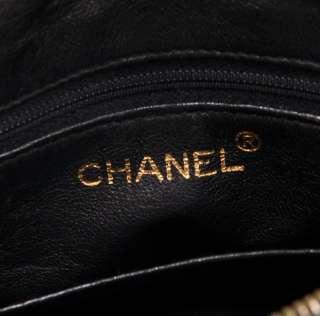 Vintage authentic Chanel Shoulder Black quilted leather Bag CC A653