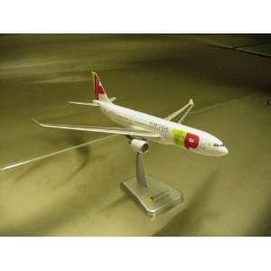 Hogan Tap Air Portugal A330 200 1/200 W/GEAR: Toys & Games