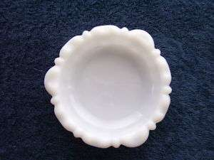 ANCHOR HOCKING * Vintage Ashtray/Dish/Bowl * Milk Glass