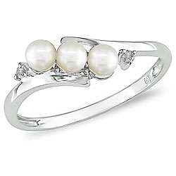 10k White Gold FW Pearl and Diamond Ring (3 mm)