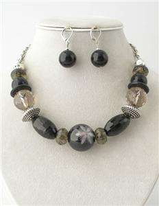 MULTI BLACK LUCITE FLOWER ON THE BEAD NECKLACE SET