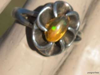 VINTAGE MEXICAN STERLING SLVER & BRIGHT FIRE JELLY OPAL RING