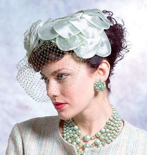   V 8052 Patron couture Chapeaux femme style 1950