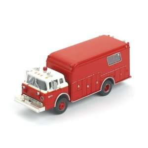 HO RTR Ford Fire Rescue, Red w/White Cab ATH91816 Toys & Games